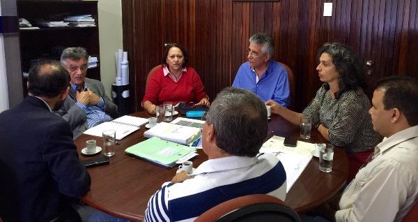 Deputada Fátima e vereador Aldo na reunião com o superintendente do Dnit