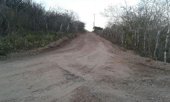 Prefeitura recupera estrada de acesso a Serrinha