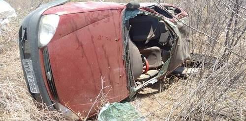 Veículo capotou  deixando trÊs pessoas feridas, uma em estado grave(foto:Areia Branca em Notícia)