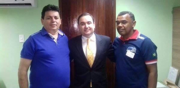 Vereador Maurício Caetano e presidente do STR Renda com o deputado Gustavo Fernandes