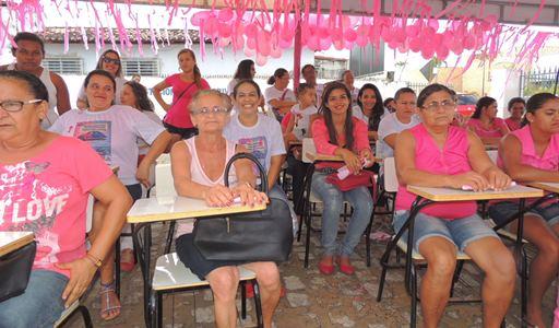 Usuários participam do evento de abertura do Outubro Rosa em joão Câmara(Foto: Cosme Souza)