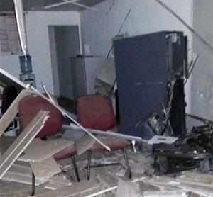 Terminal eletrônico destruído pela explosão