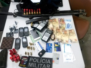 Material usado pelos criminosos foi entregue à Polícia Civil (Foto: Divulgação/PM)