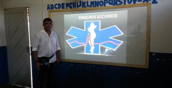 Ailton administra palestra para jovens do Assentamento Marajó