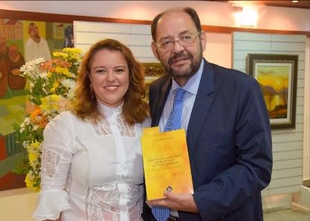 Luciana Ribeiro e o presidente em exercício da ALRN Gustavo Carvalho