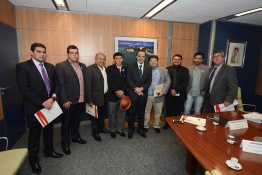 Ministro Henrique Alves recebe prefeitos do RN