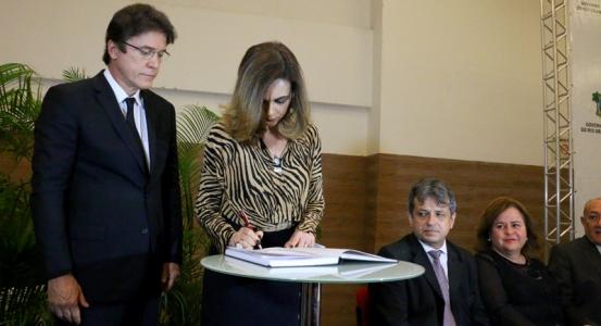 Cláudia Santa Rosa toma posse como Secretária de Educação e Cultura do Estado (Foto: Demis Roussos)