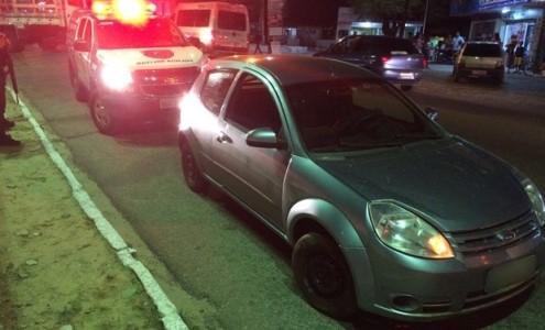 Ford Ka foi recuperado em São Gonçalo do Amarante após os criminosos abandonarem o veículo (Foto: Kleber Teixeira/Inter TV Cabugi)