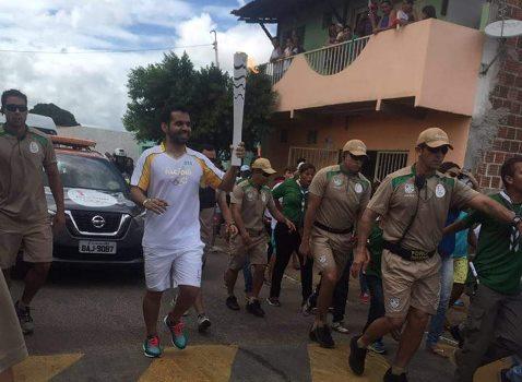 Zé Eduardo conduz a Tocha Olímpica em Lajes