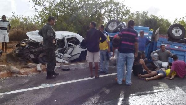Acidente na BR 101 próximo a Muriu-Foto:Motta)
