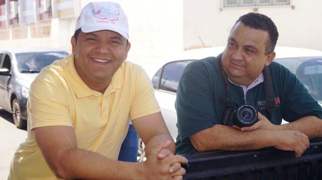 Prefeito Hélio e o blogueiro Josivan(Foto: Wallace Atlas)