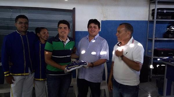 Prefeito Maurício entrega novo fardamento a Filarmônica Manoel Rafael de Freitas