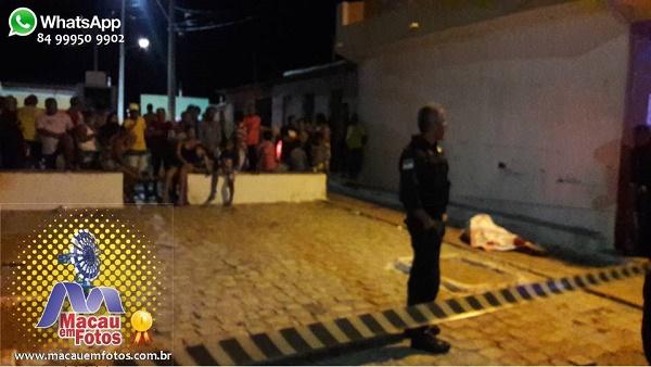Polícia faz o isolamento do local aguardando chegada da equipe do Itep