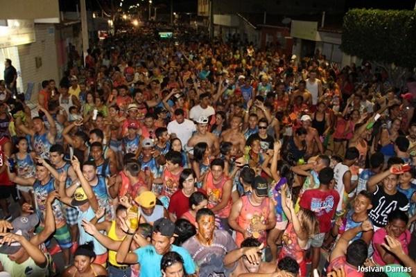 Blocos e paredões  animam o carnaval em Guamaré