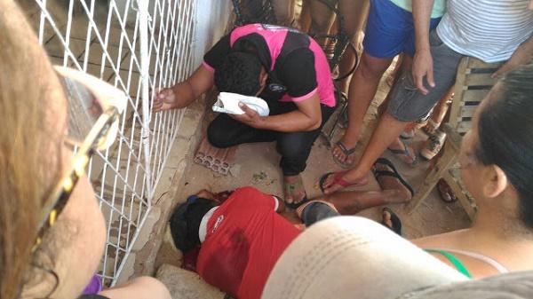 Vítima morreu no local (Foto: Eurípedes Dias)