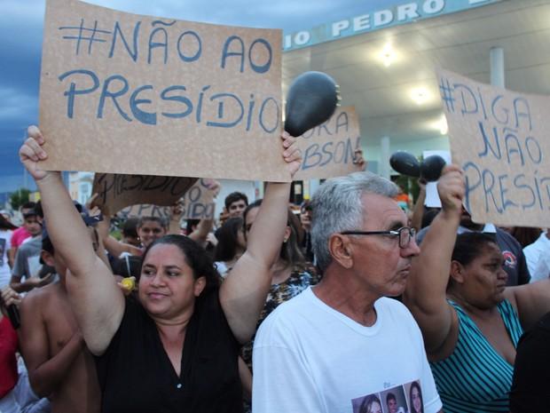 Protesto reuniu moradores de Santana do Seridó e de cidades vizinhas (Foto: Anderson Dantas - Juquinha)