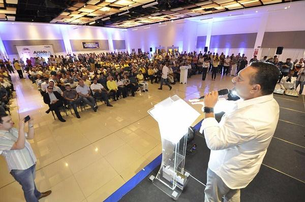 Ezequiel Ferreira discursa em evento do PSDB em Natal