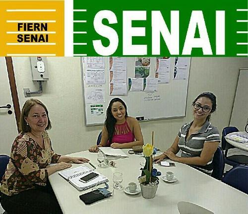 Resultado de imagem para Vereador Aize com a diretora Susie Alves e a agente de Mercado Julliana Macêdo