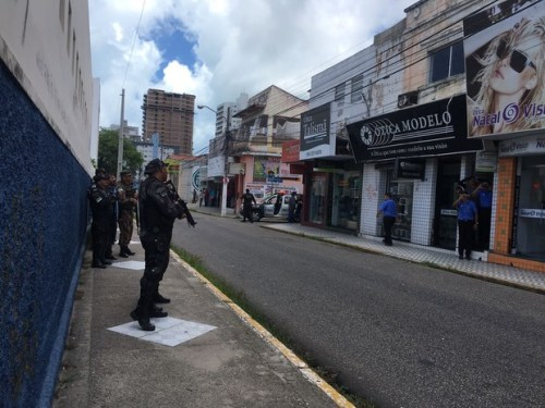 PM e BOPE participaram da negociação (Foto: Adriano Abreu)