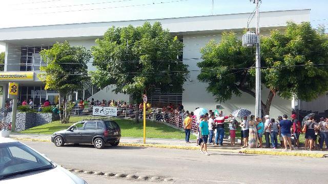 Fila em frente a agência do Banco do Brasil de Ceará-Mirim