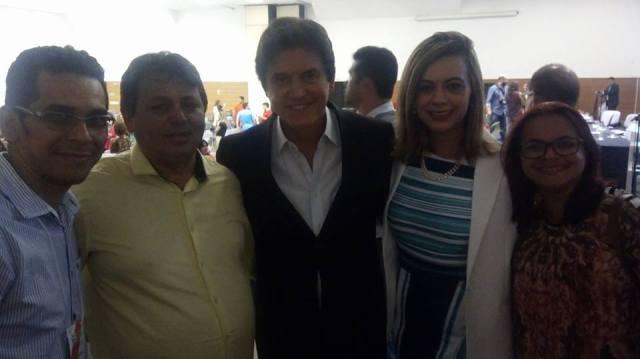Prefeito Maurício  o Governador Robson Faria e a Secretária de Educação, Cláudia Santa Rosa, o Secretário Municipal de Educação Silvano Carlos e a Professora Lilian Caetano.