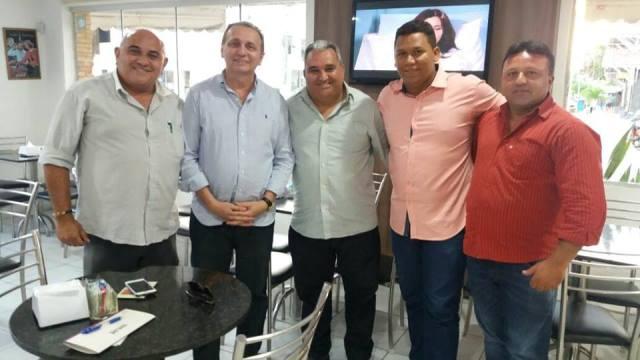 Resultado de imagem para Holderlin e comitiva recebidos pelo deputado federal Antônio Jácome