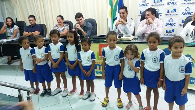 Resultado de imagem para João Câmara: Prefeitura entrega certificados de conclusão de curso técnico e fardamento escolar