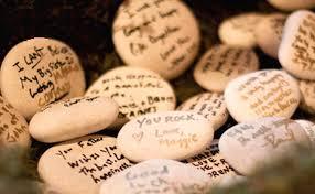Piedras para dejar los mensajes de boda