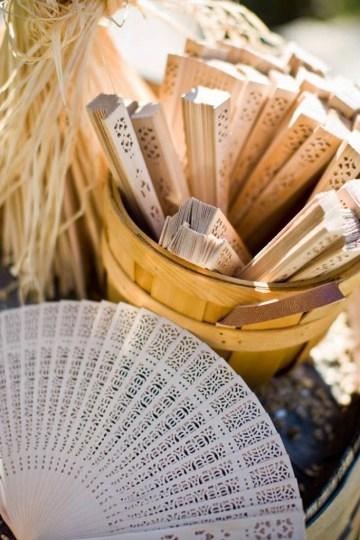 ¿Sol y calor?: Abanicos para regalar en tu boda