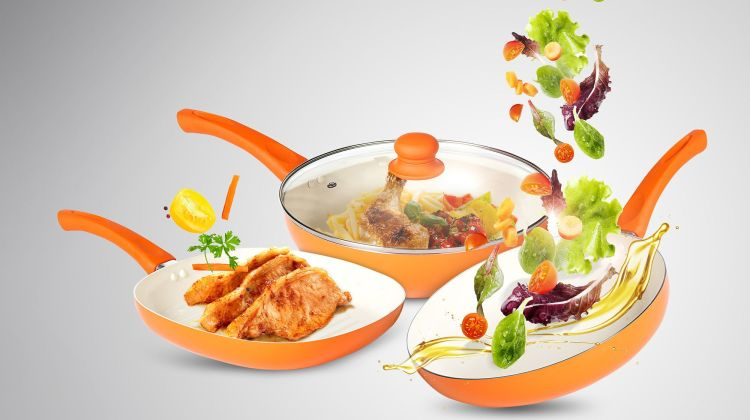 Seturi de tigăi colorate pentru o bucătărie veselă