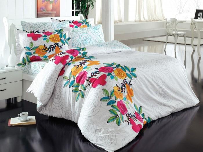 lenjerie de pat cu flori si fluturi
