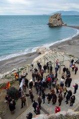 Homenaje a las víctimas de la carretera de Almería celebrado en Málaga, playa del Peñón del Cuervo, el 15-2-2015