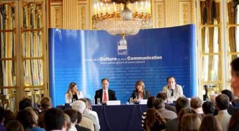 El estado galo ayuda a la prensa gráfica, en Argentina sería escándalo