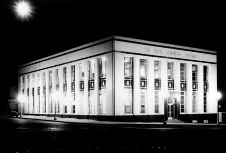 Una imagen histórica del legendario edificio del Ann Arbor News, el único diario de papel que quedaba en la ciudad.