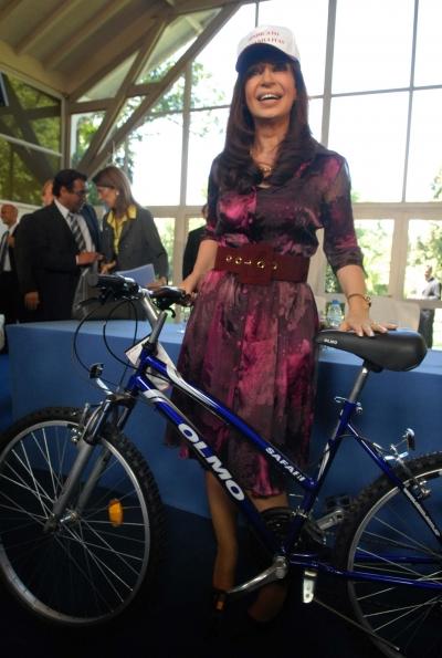 cristina y la bicicleta canillita