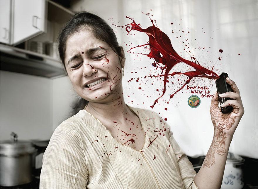 Policía de Tránsito de Bangalore: No hablar mientras conduce