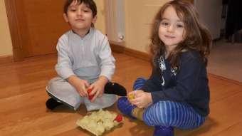 thumbnail_Saul y Zoe jugando con el 3 en raya