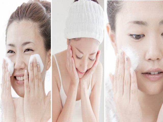 Tạo bọt thật kỹ sữa rửa mặt trước khi tiến hành rửa mặt