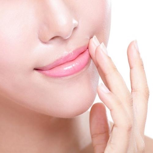 Bạn nên sử dụng son dưỡng môi không màu 3-5 lần/ ngày