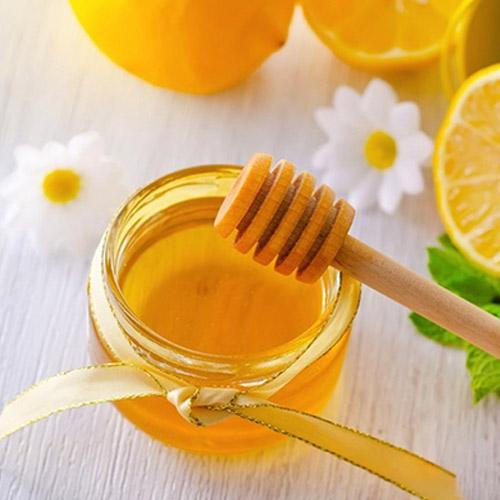 Cách trị môi khổ nẻ bằng mật ong