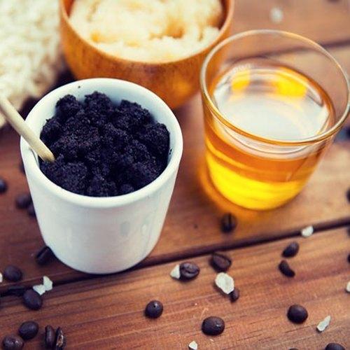 Bã cafe và mật ong giúp bạn trắng da chỉ sau 2 tháng