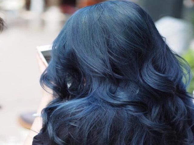 Nhẹ nhàng mà sành điệu với màu tóc đen ánh xanh