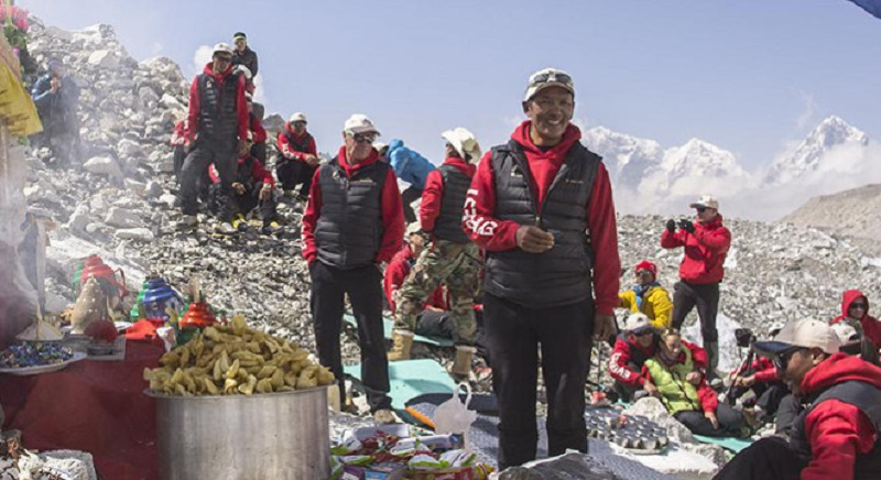 Sherpa-trouble-on-everest-1