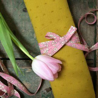 Plumetis moutarde Linna Morata & biais Liberty Capel rose nude