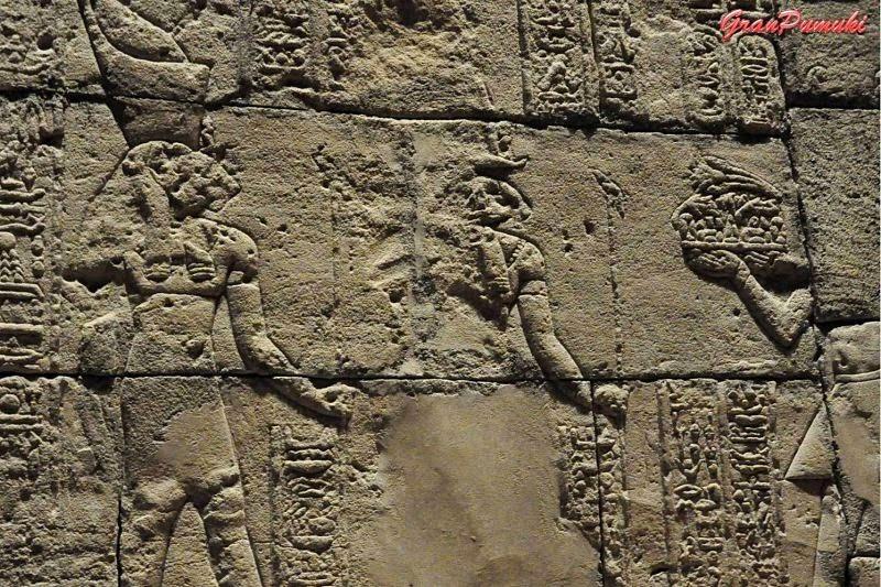 Inscrpciones egipcias en templo de Debod