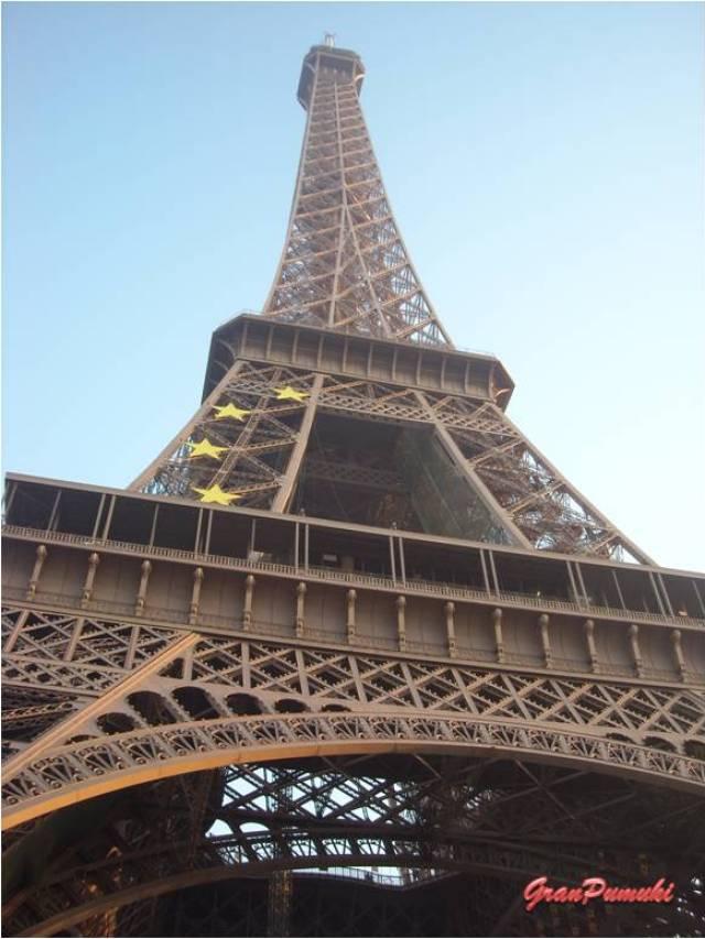 La Torre Eiffel de Paris, fue construida en el año 1989 con motivo de la Exposición Universal. En Blog de Viajes, Torre Eiffel, Paris.