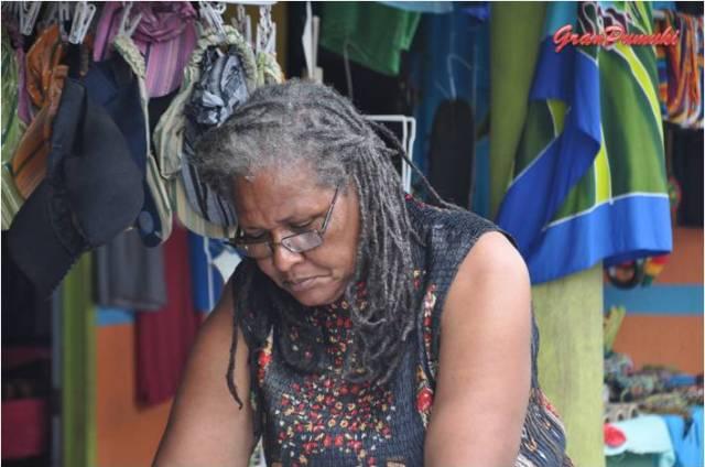 Los habitantes de Tortuguero son de tez oscura, muchos se dedican a la artesanía, en Blog de Viajes de Pumuki, Costa Rica, Tortuguero
