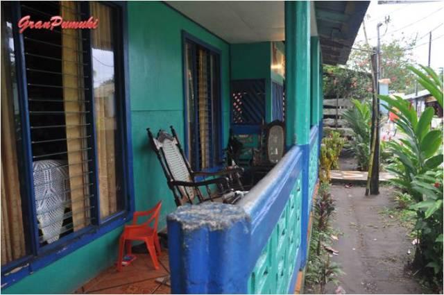 Porche típico de las casas de Tortuguero