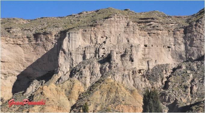 Cuevas en la montaña de Gorafe, turismo rural en Granada