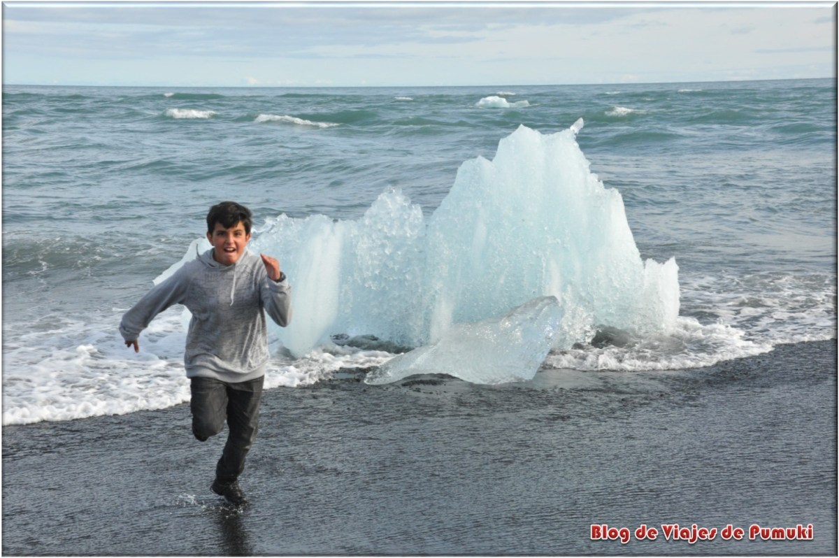 Escapando de un icebergs en el mar, Islandia